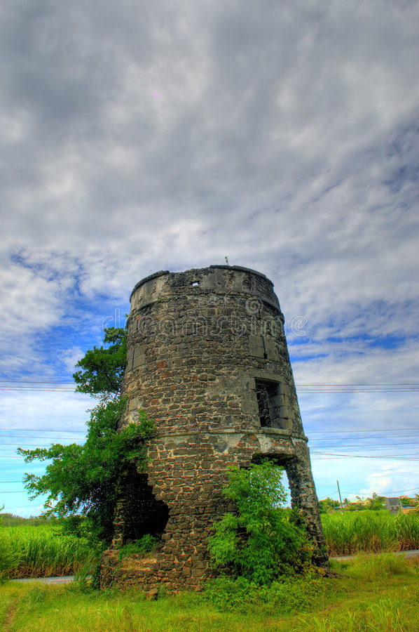 De oude Toren van de Windmolen stock afbeelding