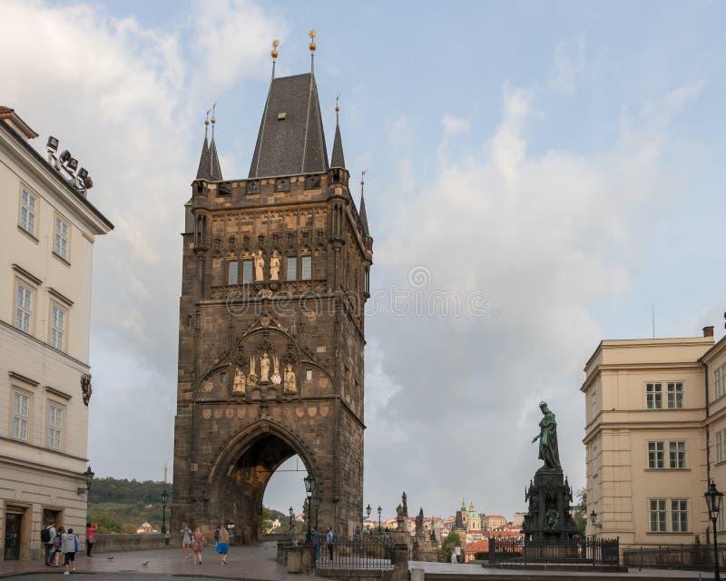 De oude Toren van de Stadsbrug is één van de meeste mooie Gotische poorten van Europa stock afbeelding