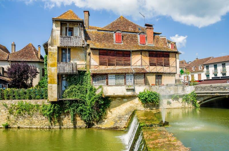 De oude traditionele bouw in Salies DE Bearn, Frankrijk royalty-vrije stock afbeeldingen