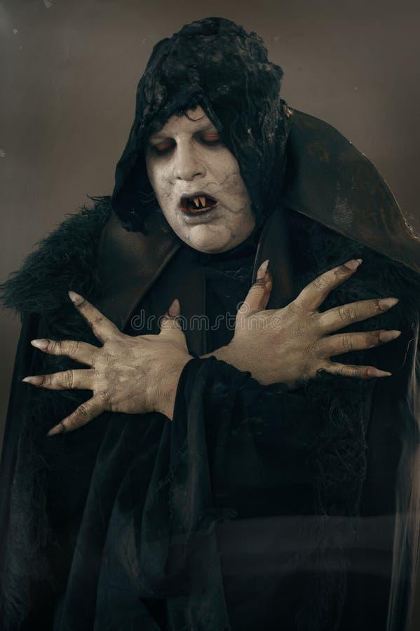 De oude vampier van de verschrikkingsmutant met grote enge spijkers Middeleeuws F stock foto's