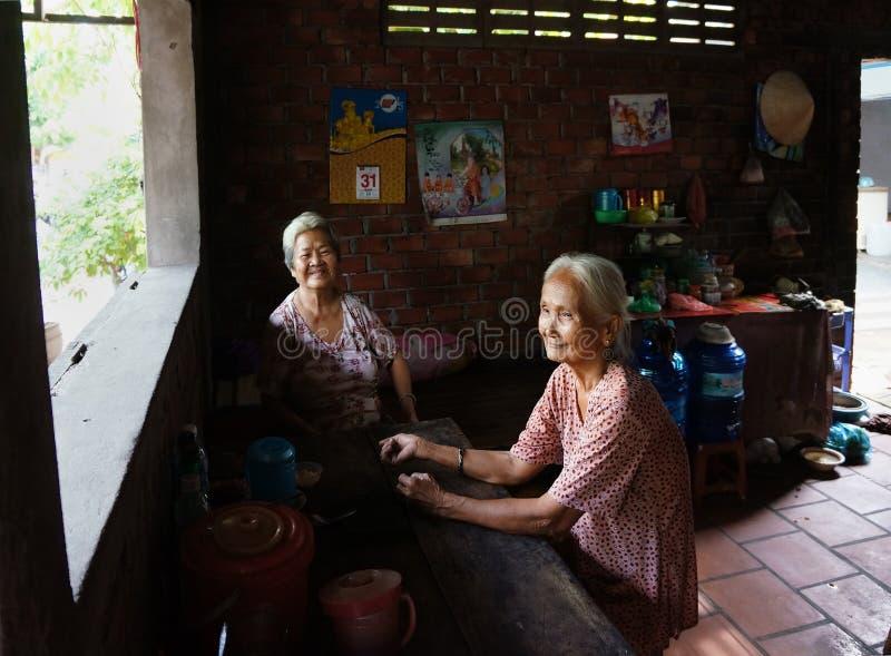 De oude vrouw van Azië, Vietnamese bejaarden royalty-vrije stock afbeelding