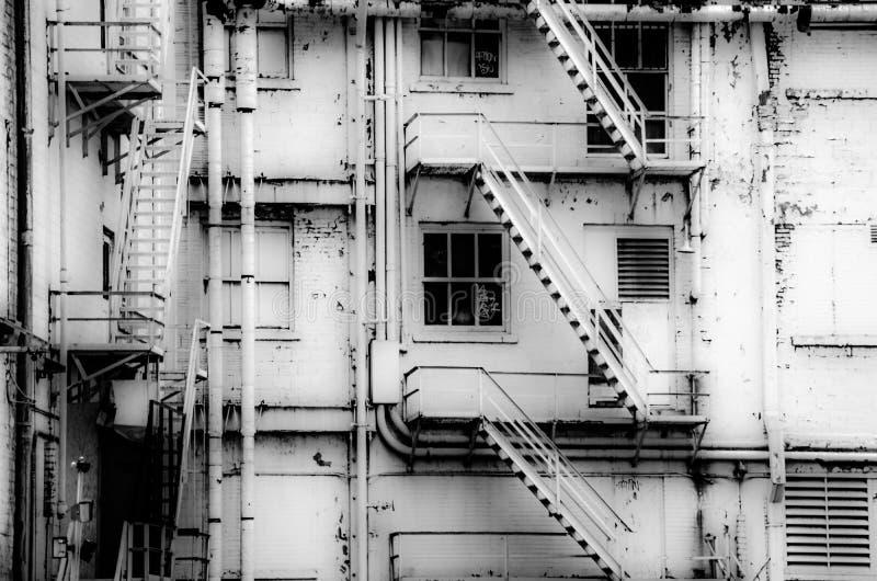 De oude witte bouw stock afbeelding