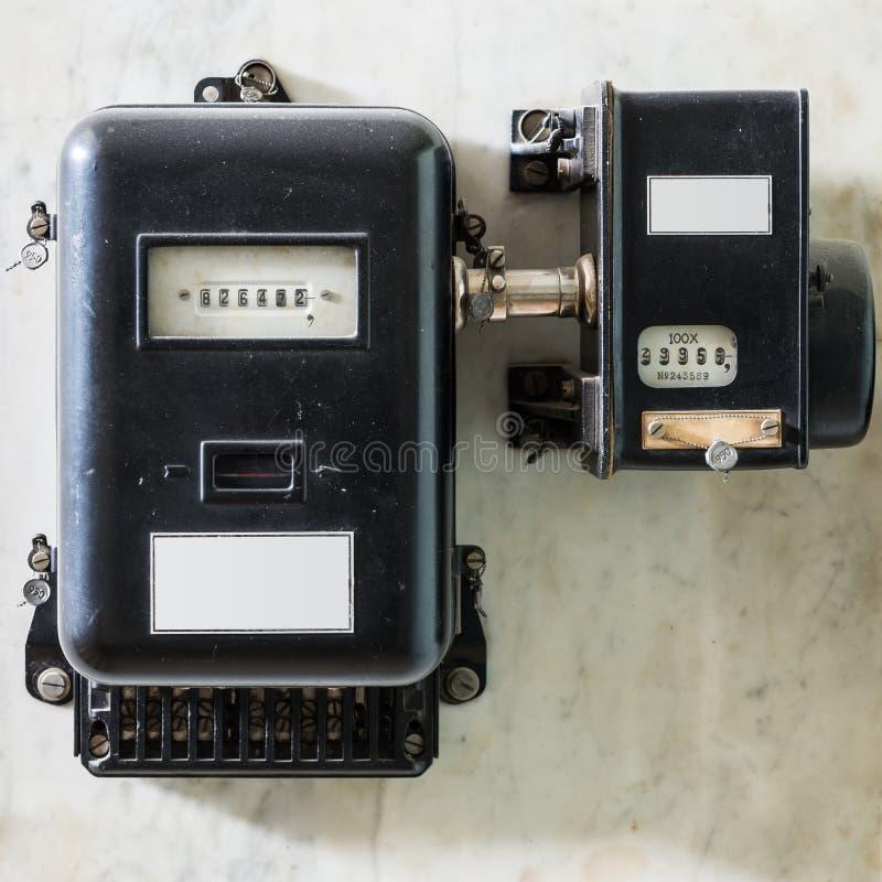 De oude zwarte plumbed machtsmeter stock fotografie