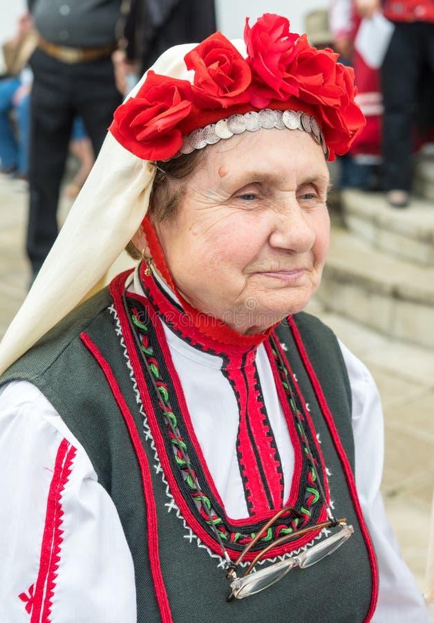 De oudste deelnemer van het overleg bij de Nestenar-Spelen in Bulgarije royalty-vrije stock foto
