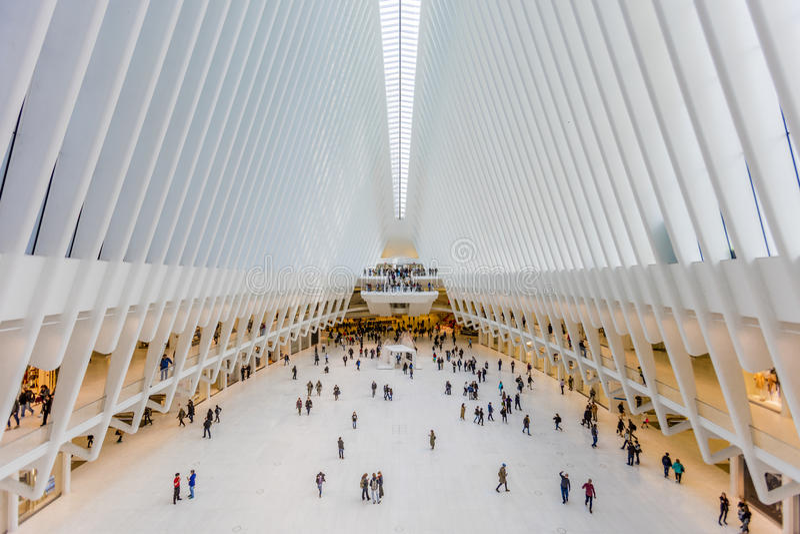 24 de outubro de 2016, interior da construção de Oculus, salão principal do Oculus novo, o cubo do transporte do World Trade Cent fotografia de stock
