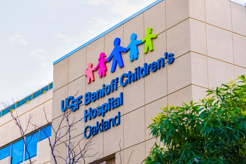 18 de outubro de 2019 Oakland / CA / USA - UCSF Benioff Children's Hospital facade, East San Francisco Bay Area foto de stock royalty free