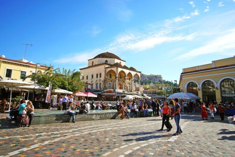 7 DE OUTUBRO DE 2018, opinião de ATENAS, GRÉCIA de Monastiraki com o Partenon no fundo fotografia de stock royalty free