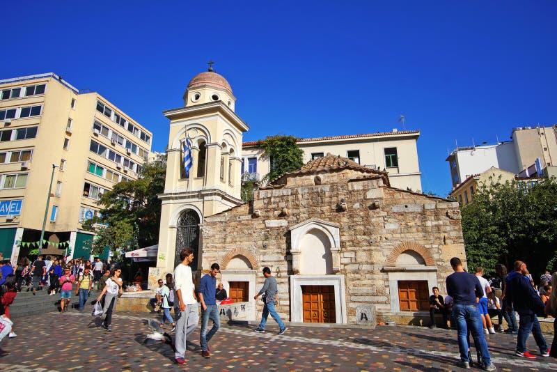 7 DE OUTUBRO DE 2018, povos de ATENAS, GRÉCIA no quadrado de Monastiraki foto de stock royalty free