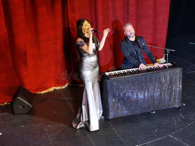 De overweging van Paula Seling & Ovi-bij het Joodse Theater van de Staat in Boekarest stock fotografie