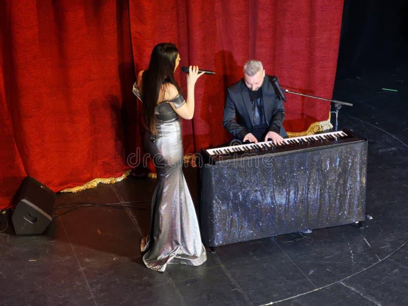 De overweging van Paula Seling & Ovi-bij het Joodse Theater van de Staat in Boekarest royalty-vrije stock foto's