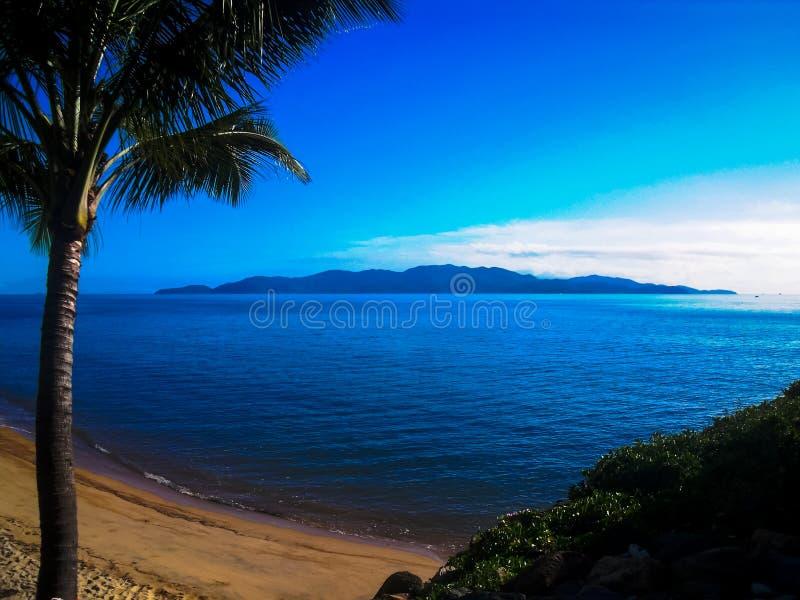 De overweldigende kustlijn van Townsville, Australië stock foto
