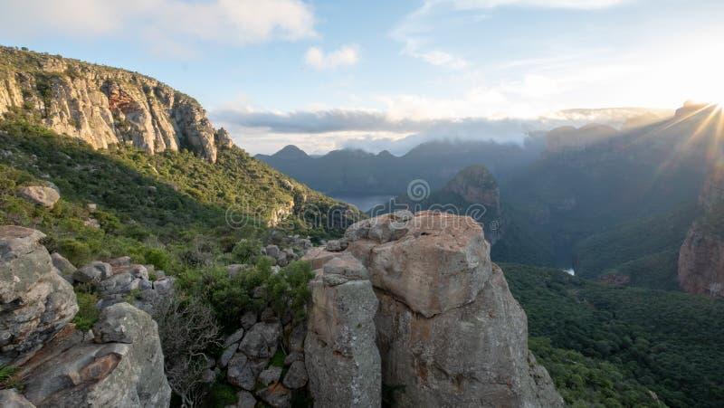 De overweldigende vroege ochtendmening van de Blyde-Riviercanion riep ook de Motlatse-Canion, de Panoramaroute, Mpumalanga, Zuide royalty-vrije stock fotografie