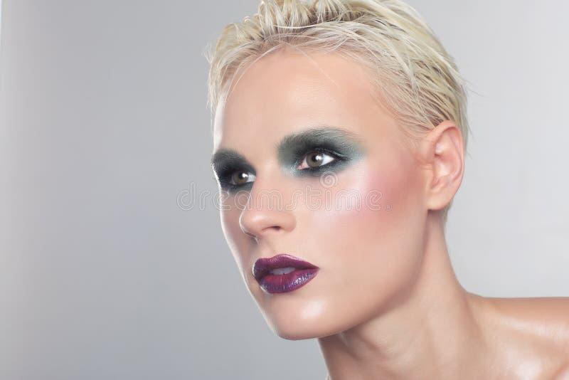 De overweldigende Vrouw met Schoon en Perfect maakt omhoog royalty-vrije stock afbeeldingen