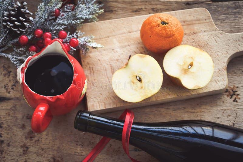 De overwogen ingrediënten van het wijnrecept royalty-vrije stock afbeelding