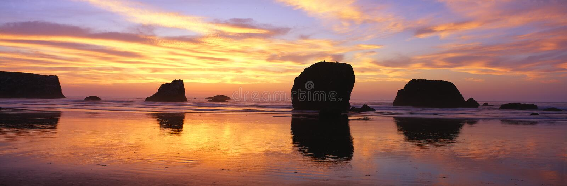 De overzeese rotsvormingen van Stapels stock foto's