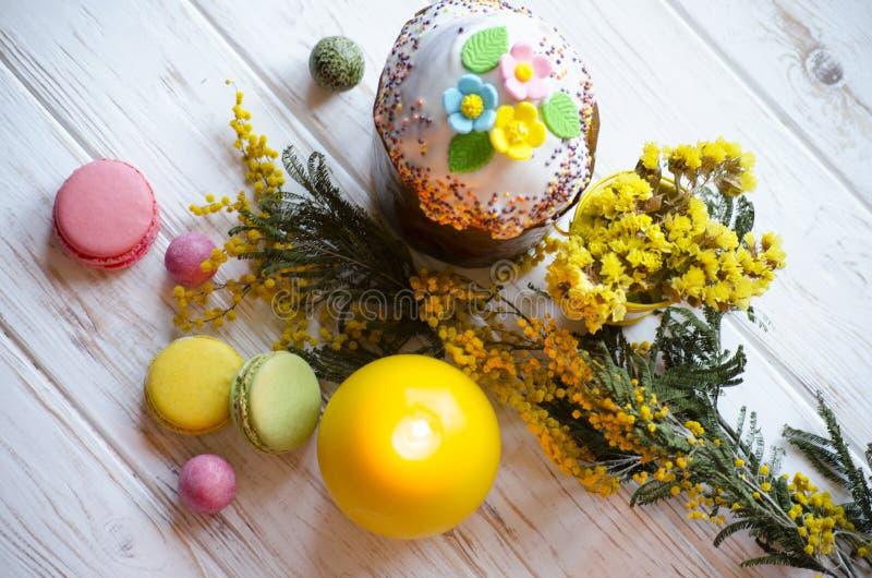 De Pâques toujours la vie sur le conseil blanc images libres de droits