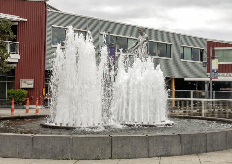 ` De père et de fils de ` par Louise Bourgeois, parc olympique de Sculptue, Seattle, Washington, Etats-Unis image stock
