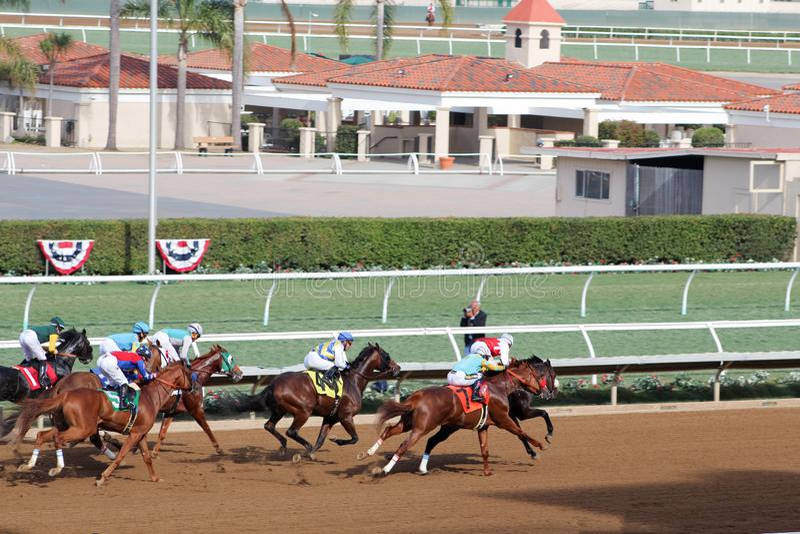 De paardenkoers bij dichtbijgelegen het spoor van Californië beëindigt lijn stock foto's