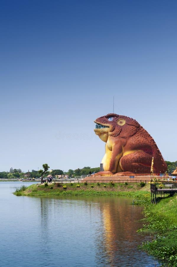De pad-vormige bouw van het Museum van Phaya Khan Khak The Toad King, Yasothon, Thailand royalty-vrije stock foto's