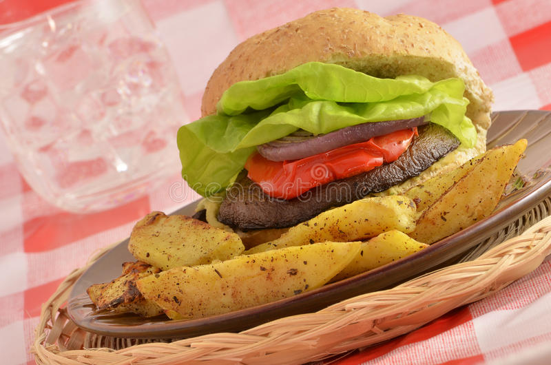 De paddestoelhamburger van Portabella stock foto's