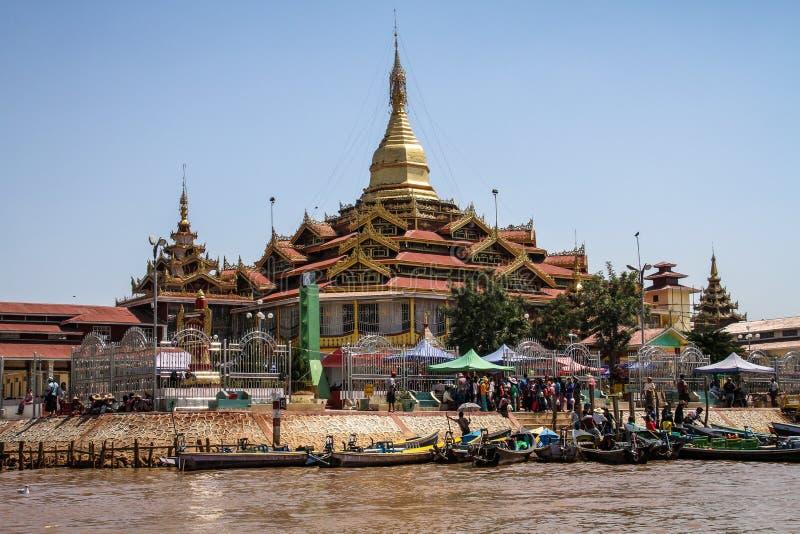 De Pagode van Phaungdaw Oo, Inle-meer, Shan-staat, Myanmar stock foto