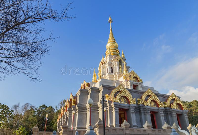 De pagode van srinakarindrasatismahasantikiri van Prabaromathatchedi in Wat Santikhiri Temple Mae Salong, Chiangrai, noordelijk T royalty-vrije stock foto's