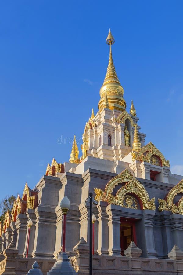 De pagode van srinakarindrasatismahasantikiri van Prabaromathatchedi in Wat Santikhiri Temple Mae Salong, Chiangrai, Thailand royalty-vrije stock fotografie