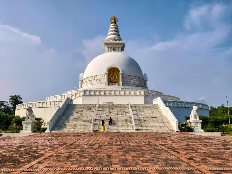 De Pagode van de wereldvrede in Lumbini, Nepal stock foto