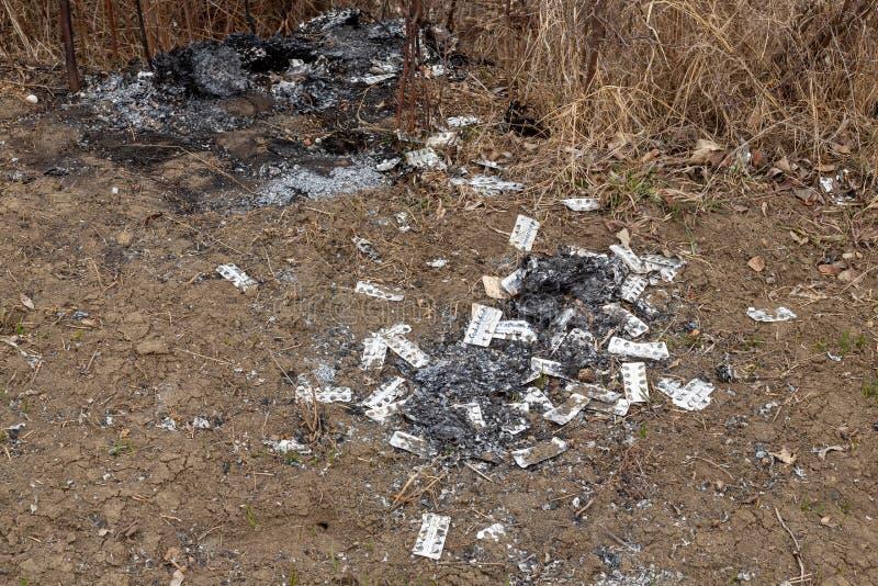 De pakken van de afvalblaar verlaten van rollend meth laboratorium - Rinasek en Apselan zijn farmaceutische druggeneeskunde stock afbeelding