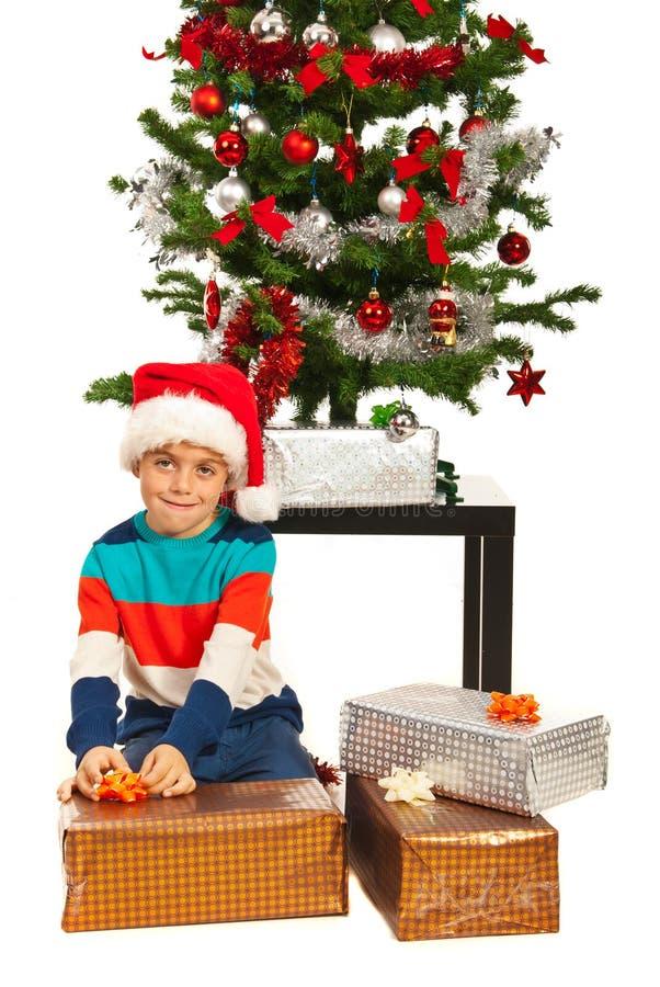 De pakken van de Kerstmisjongen stelt voor royalty-vrije stock foto