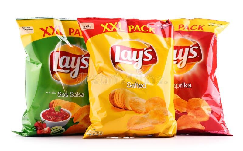 De pakketten van legt chips op wit worden geïsoleerd dat stock afbeeldingen