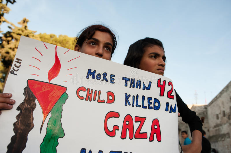 De Palestijnen protesteren de aanvallen van Gaza royalty-vrije stock foto's