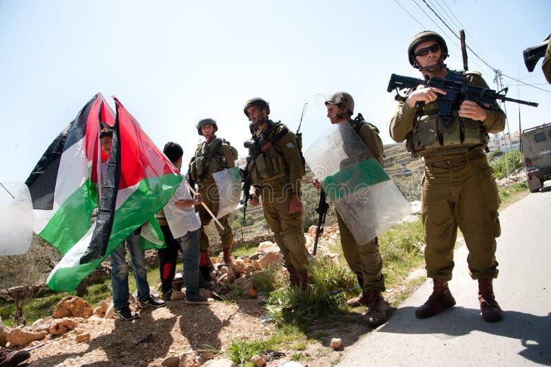 De Palestijnen protesteren Israëlische muur royalty-vrije stock afbeelding
