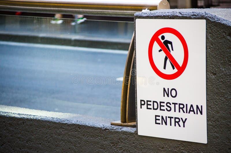` De panneau d'avertissement de place blanche aucun ` piétonnier d'entrée photo libre de droits