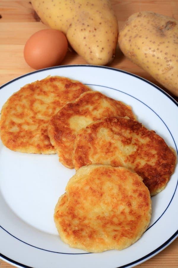 De pannekoekenverticaal van de aardappel stock afbeeldingen