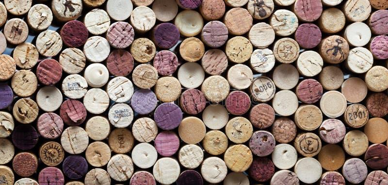 De panoramische close-up van wijn kurkt stock fotografie