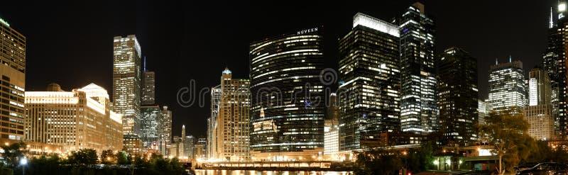 De panoramische horizon van Chicago bij nacht royalty-vrije stock fotografie