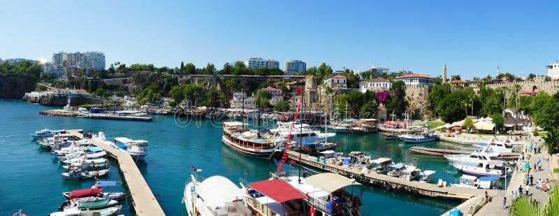 De panoramische Idilic-van de het strandbar van de zeewaterhaven privé resturant oude stad Antalya Turkije stock afbeelding