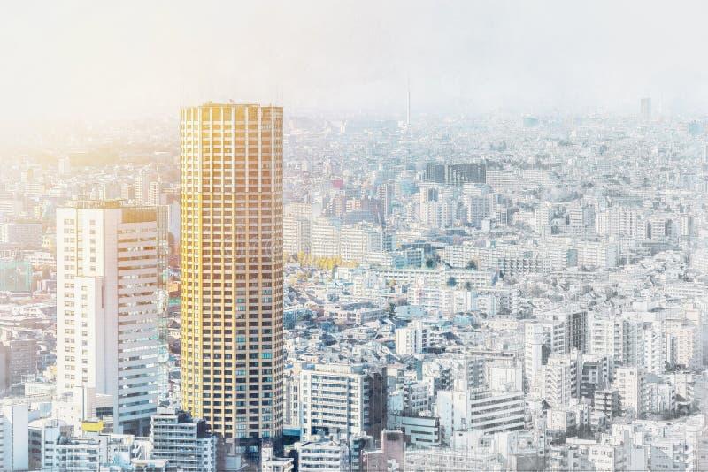 De panoramische luchtmening van de stadshorizon in de mengelingsschets van Japan en het effect van de waterverfillustratie royalty-vrije stock afbeelding