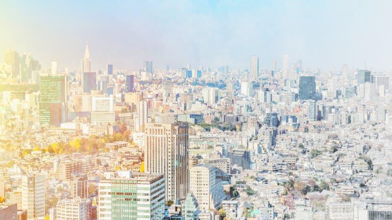 De panoramische luchtmening van de stadshorizon in de mengelingsschets van Japan en het effect van de waterverfillustratie stock afbeeldingen