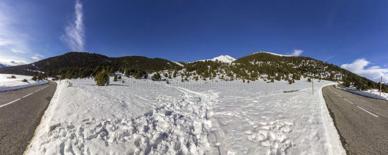 De panoramische mening van de landschapsberg, dichtbij stad van Canillo royalty-vrije stock afbeeldingen