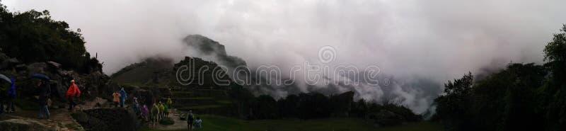 De panoramische mist van Machupicchu stock fotografie