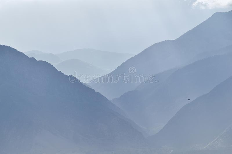 De panoramische nevelige mening van engelenstralen van Zonsopgang en Wasatch Front Rocky Mountain strekken zich het kijken uit bi royalty-vrije stock afbeelding