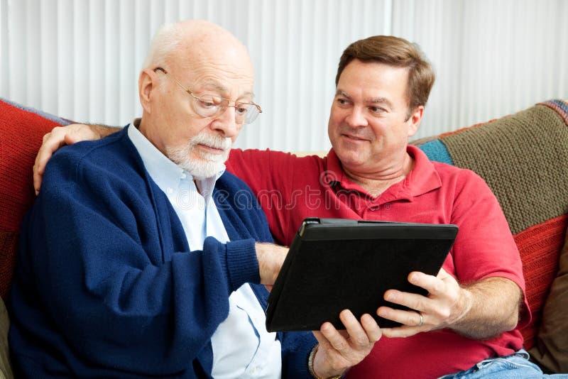 De Papa van het onderwijs om PC van de Tablet te gebruiken stock afbeeldingen