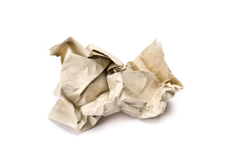 De papel amarrotado no fundo branco foto de stock
