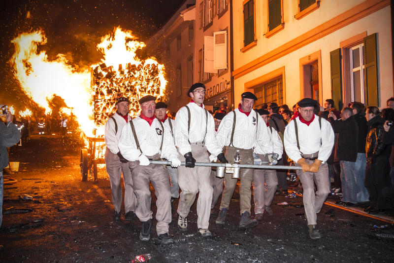 De parade van Chienbasefastnach en deelnemers in Liestal, Zwitserland stock fotografie