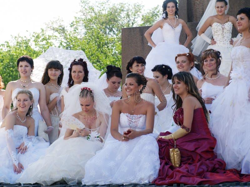 De parade van fiancees is in Kharkov (de Oekraïne) royalty-vrije stock fotografie