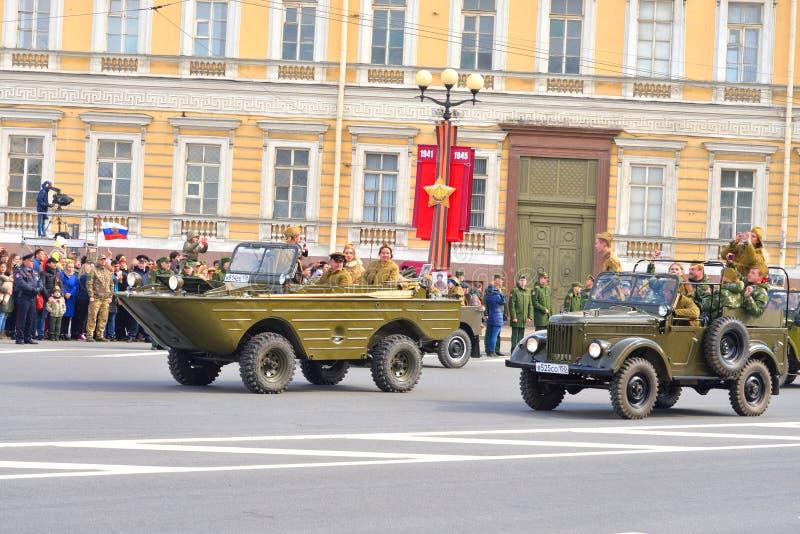 De parade van de overwinning in St Petersburg stock foto's