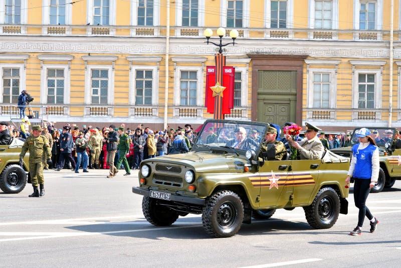 De parade van de overwinning in St Petersburg stock afbeeldingen