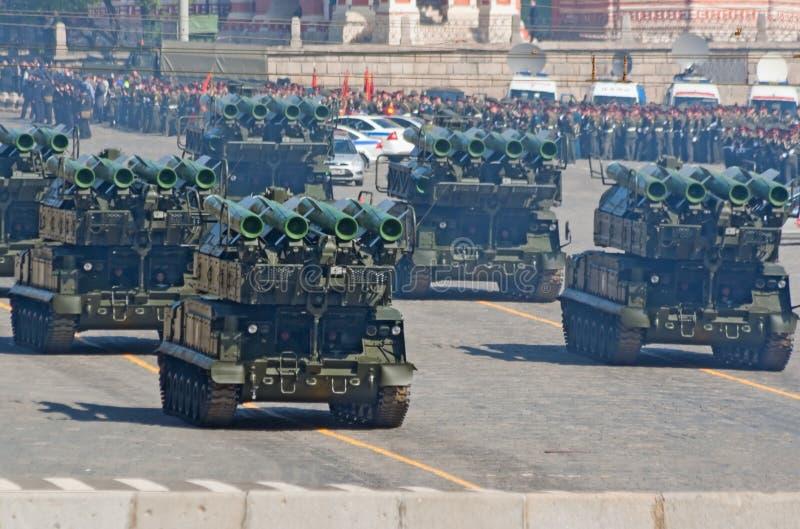 De paraderepetitie van de overwinning: Buk-m2 de lanceerinrichtingen van SAM stock foto's